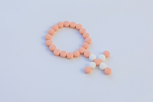 Pilules contraceptives faisant un signe féminin