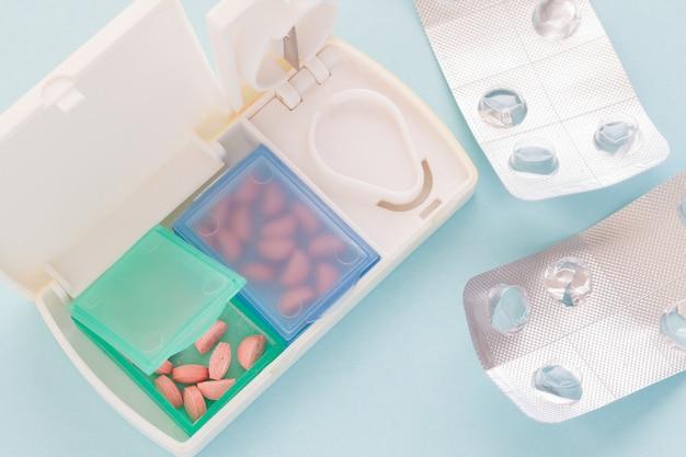 Pilules coupées et stockées dans le pilulier