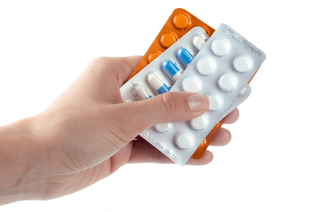 Pilules dans la main de la femme