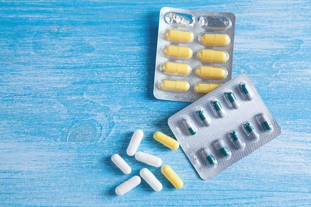 Pilules médicales sur l'espace de vue de dessus