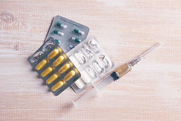 Pilules médicales sur la vue de dessus