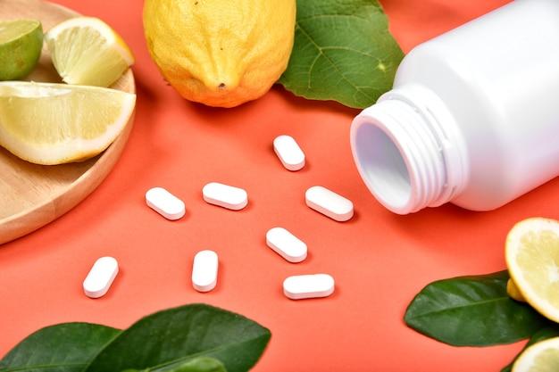 Pilules nutritionnelles à la vitamine c, supplément de médecine naturelle.