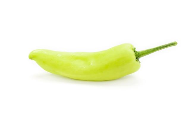 Piment vert isolé sur fond blanc.