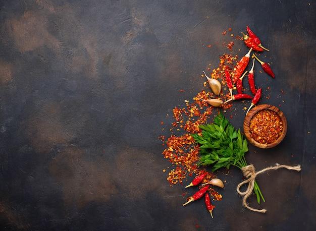 Piments rouges, ail et persil