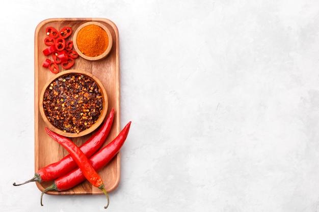 Piments rouges, flocons et poudre