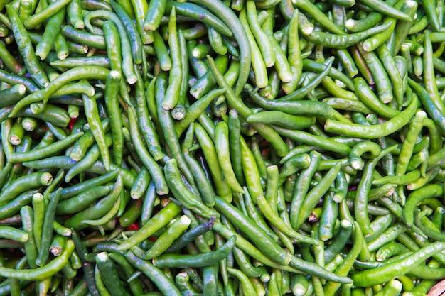Piments verts à vendre au marché