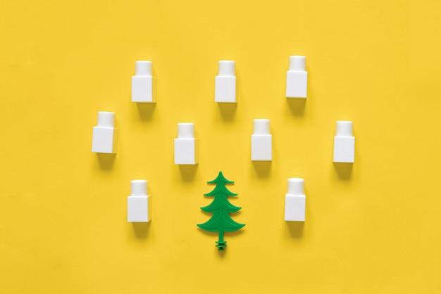Pin laychristmas créatif plat et neige dans des blocs de construction en plastique. top de la saison d'hiver