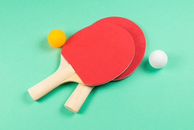 Pin pong sur fond vert. vue de dessus.