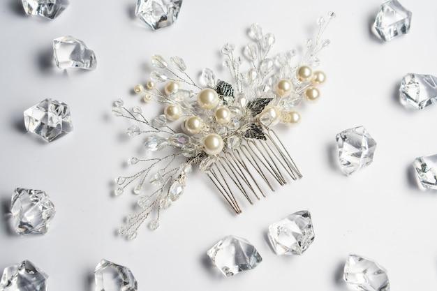 Pince à cheveux de mariage, bijoux avec perles et accessoires.