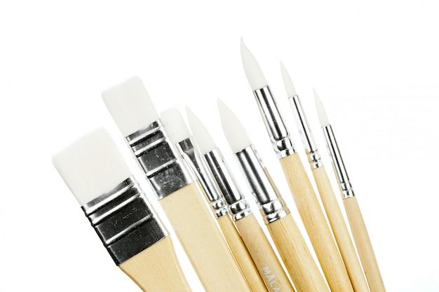 Pinceau isolé sur blanc