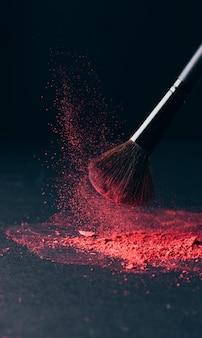 Pinceau de maquillage avec explosion de poudre