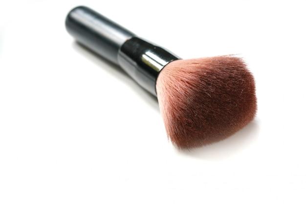 Pinceau de maquillage isolé