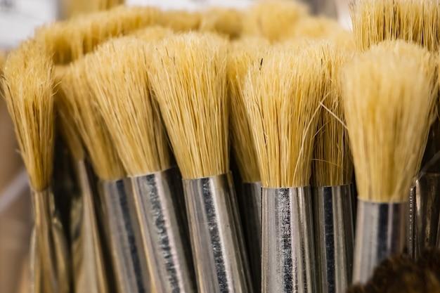 Pinceaux d'art pour la peinture à partir de poils naturels. outils de l'artiste.