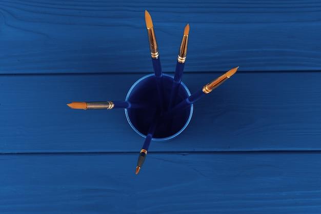 Pinceaux bleus, vue de dessus