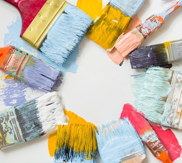 Pinceaux et couleurs