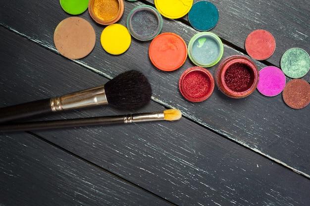 Pinceaux à maquillage et fards à paupières de maquillage