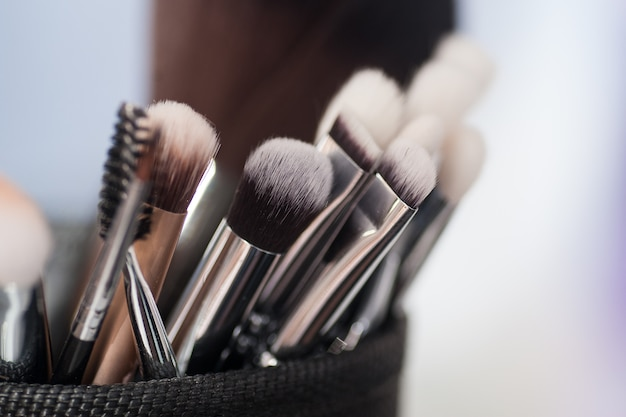 Pinceaux de maquillage gros plan