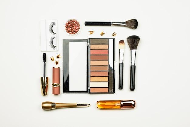 Pinceaux et outils de maquillage professionnels