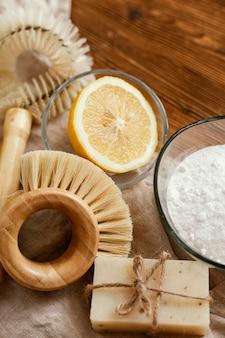 Pinceaux plats et bicarbonate de soude