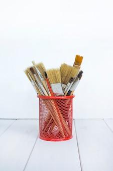 Pinceaux pour dessiner fond blanc