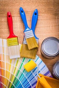 Pinceaux à rouleaux palette de couleurs de boîtes de conserve