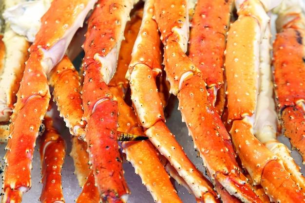 Pinces de crabe de mer rouge frais