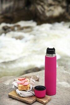 Pique-nique près de la rivière