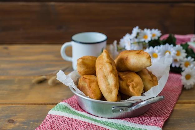 Pirojki. délicieux traditionnel russe