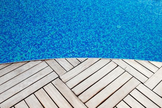 Piscine bleue, fond d'eau dans la piscine