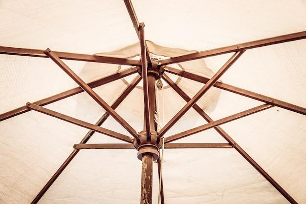 Piscine à parasol