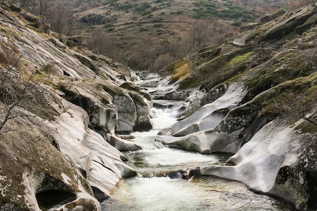 Piscines naturelles de los pilones dans la gorge de garganta de los infiernos, vallée de jerte, caceres, espagne.