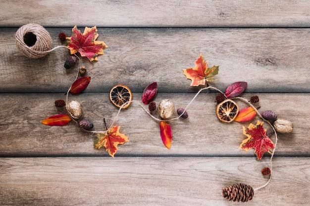 Piste de corde avec des éléments d'automne