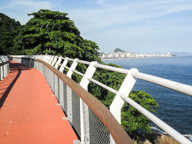Piste cyclable niemeyer avenue, rio de janeiro brésil.