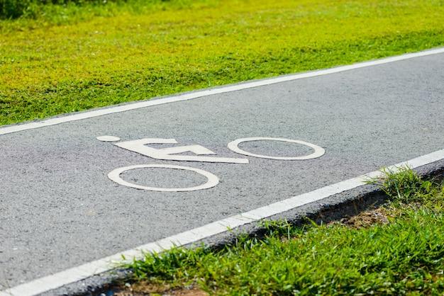 Une piste cyclable pour cycliste