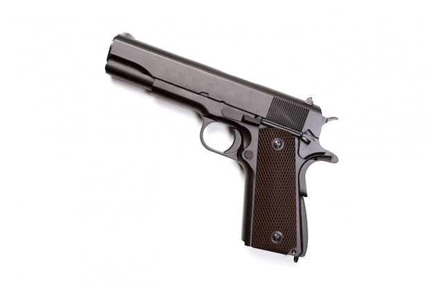 Pistolet à main isolé sur fond blanc