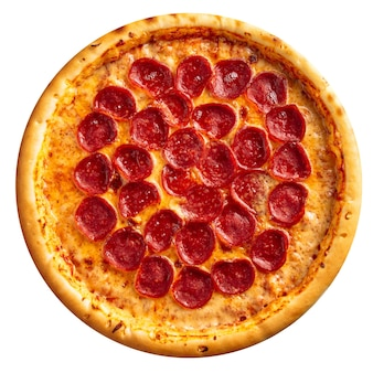 Pizza au pepperoni frais isolé sur fond blanc