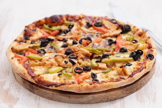 Pizza au poulet et aux olives