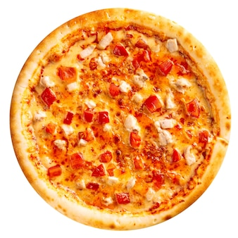 Pizza au poulet frais isolé sur fond blanc