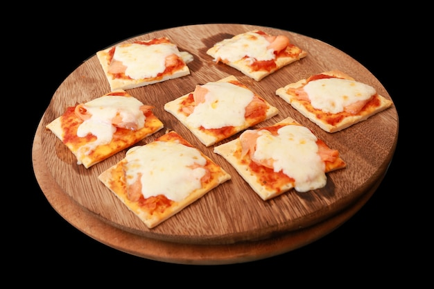 Pizza au saumon fumé et fromage à la crème, mise au point sélective.