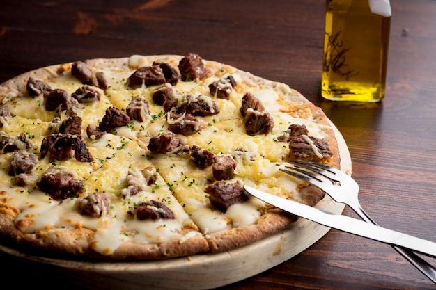 Pizza aux amateurs de viande - fraîchement préparée