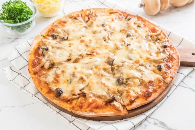 Pizza aux champignons avec sauce miso