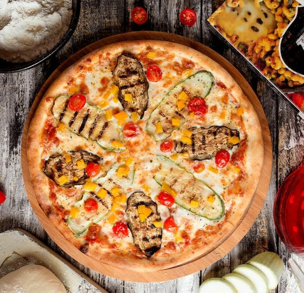 Pizza aux courgettes et légumes
