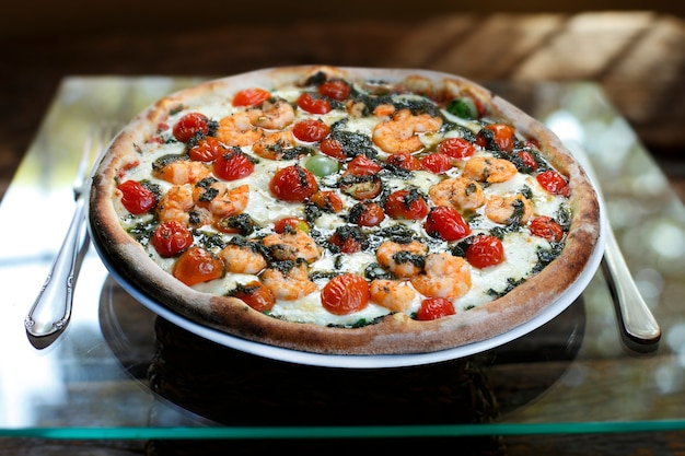 Pizza aux fruits de mer au vin blanc
