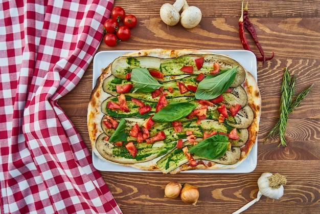 Pizza aux légumes colorés