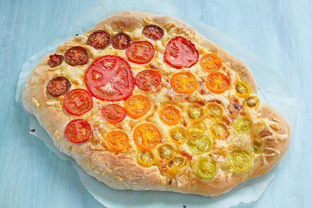 Pizza aux tomates arc-en-ciel