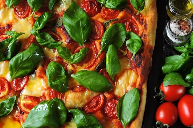 Pizza caprese. régime céto. keto pizza.