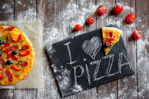 Pizza fraîche à bord