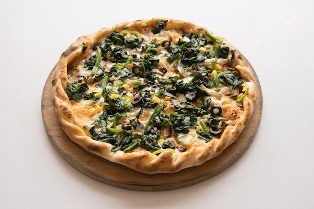 Pizza italienne fraîche sortie du four