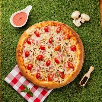 Pizza italienne traditionnelle au jambon