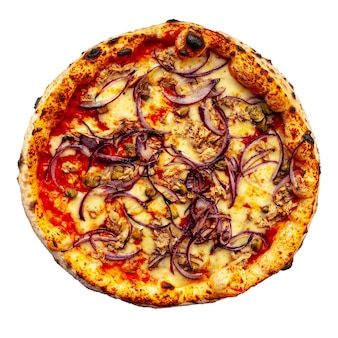 Pizza napolitaine au thon et à l'oignon isolé sur blanc